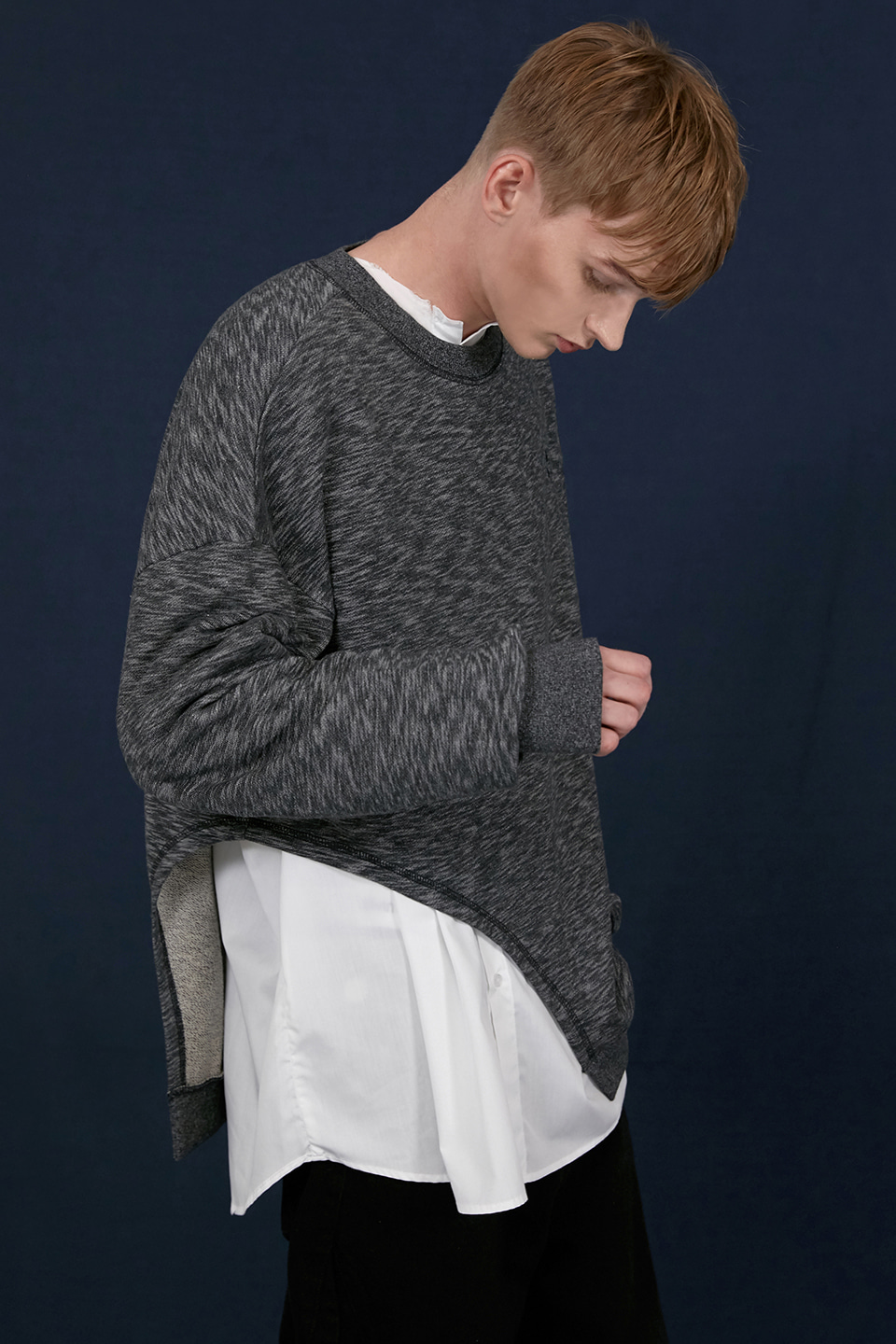 [UNISEX] VINTAGE LINE CUT LAYERED SWEATSHIRT - BLACK